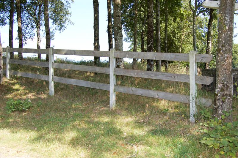 notre gamme cl tures bois palissades bois barri res bois les enclos tranquilles. Black Bedroom Furniture Sets. Home Design Ideas